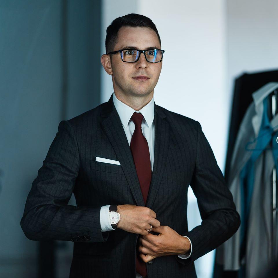 Adrian Murariu prezinta cursuri online de branding personal