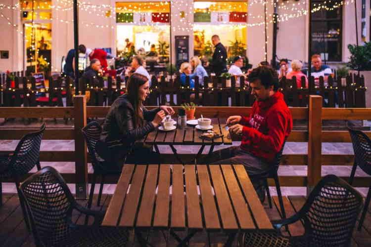 Socializare la restaurant - eticheta la restaurant